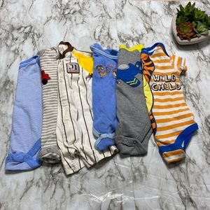 🥰Bundle 0-3M and 3-6M Boy Onesies🥰